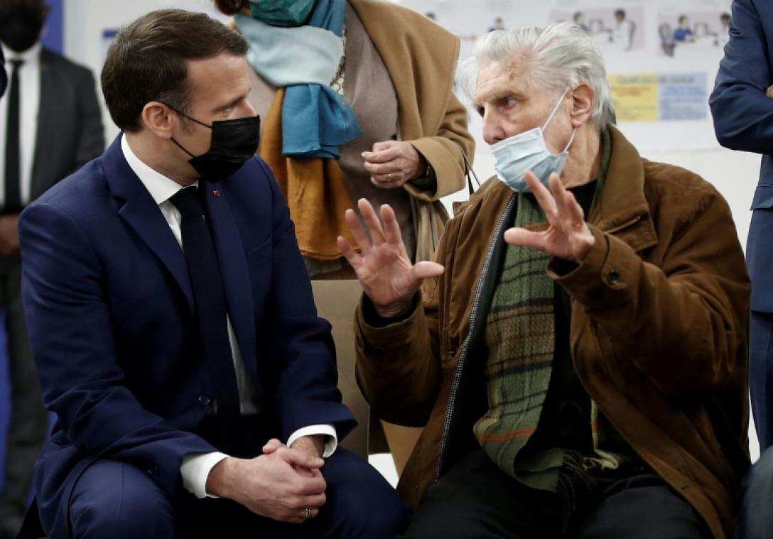 """Covid-19: Macron demande de tenir """"encore quatre à six semaines"""""""
