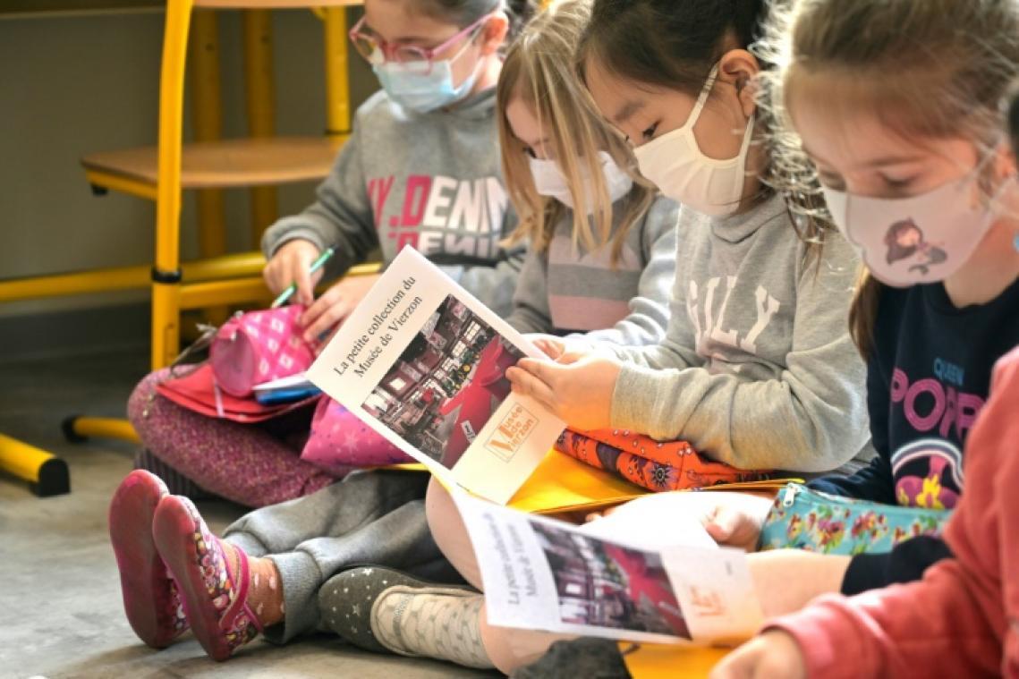 L'économie française de nouveau freinée par la fermeture des écoles et des commerces