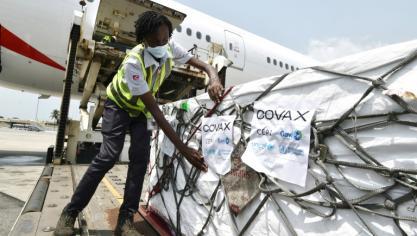 Virus: la vaccination gagne du terrain, le Ghana et la Côte d'Ivoire lancent Covax