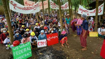"""Birmanie: des factions rebelles """"réexaminent"""" leur cessez-le-feu avec l'armée, ulcérées par le bain de sang"""