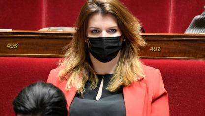 Enquête sur des dîners clandestins à Paris, l'accusateur des ministres se renie