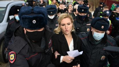 Des partisans de l'opposant russe Navalny arrêtés devant son pénitencier
