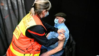 Covid en France: 10 millions d'injections, situation toujours alarmante