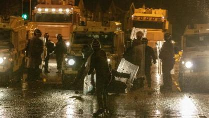Irlande du Nord: nouveaux heurts malgré les appels au calme de Londres et Dublin
