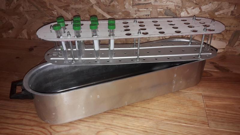 Les pisseurs devront utiliser des tubes, qui seront stérilisés avant leur envoi au laboratoire allemand.
