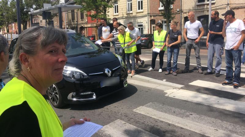 Les salariés de WN ont distribué des tracts aux automobilistes ce mercredi 17 juillet route d'Abbeville.