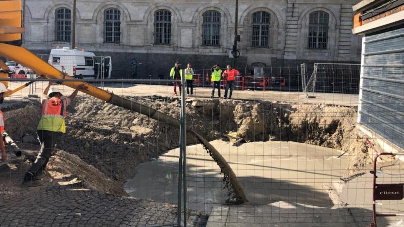 De nouvelles opérations de remblaiement de l'excavation place Léon-Debouverie ont eu lieu ce lundi matin.