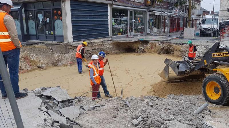 Le comblement de l'excavation se poursuit. Ce mercredi, 200 m 3  de sable ont été versés.