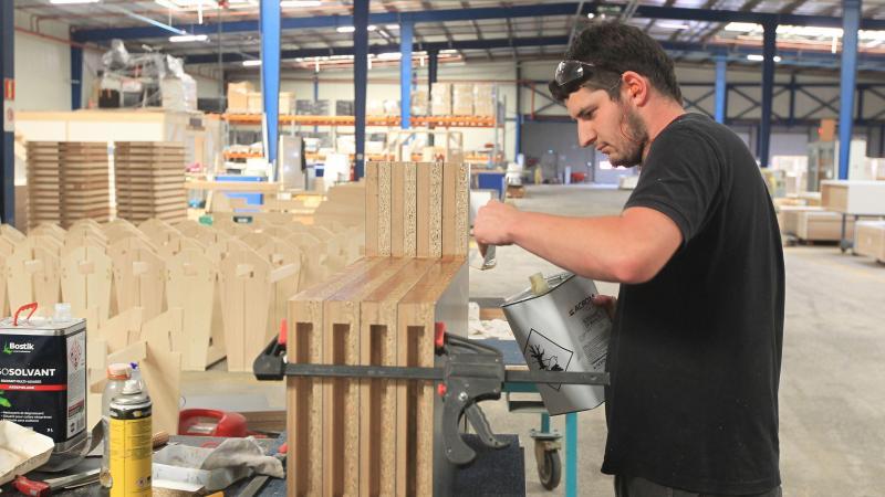 Outre la filière bois, Ageco Agencement peut désormais developper la filière métal grâce au savoir-faire des ex-WN et ex-Whirlpool, repris il y a deux mois.