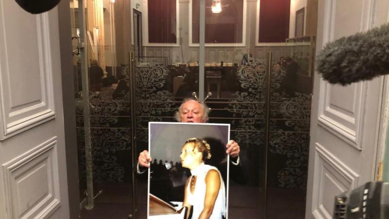 Le portrait d'Elodie Kulik a été présent tout au long du procès. Jaky Kulik l'avait posé devant lui, face aux jurés, quand est venu son toour de témoigner à la barre.
