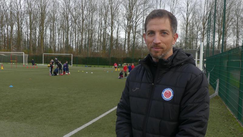 Jérémie Lenormand lors d'une séance d'entraînement des jeunes footballeurs du club d'Albert.