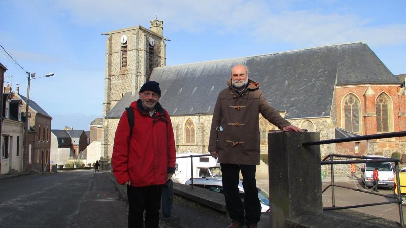 Alain Brière et Gérard Trannin veulent préserver et valoriser l'église et son beffroi.