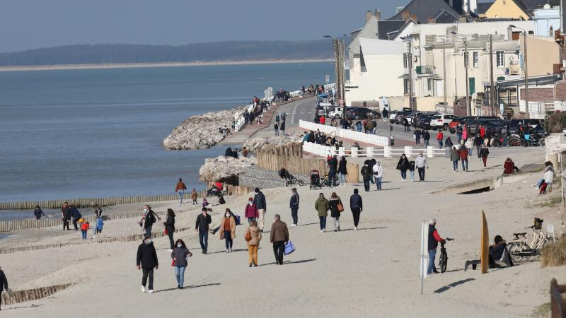 Dimanche 28 février, en milieu de journée, la plage du Crotoy était bien rempli, et ce à l'heure de la pleine mer.