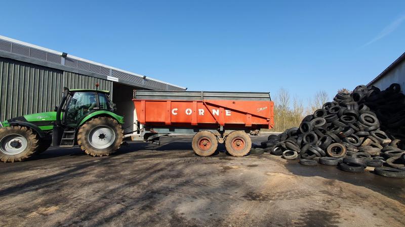 Les premiers tracteurs sont arrivés à la NORIAP de Fleury mardi matin.
