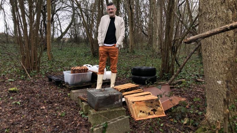 Les voleurs n'ont laissé que les cadres et les vieilles caisses en bois à Stéphane Balesdent.