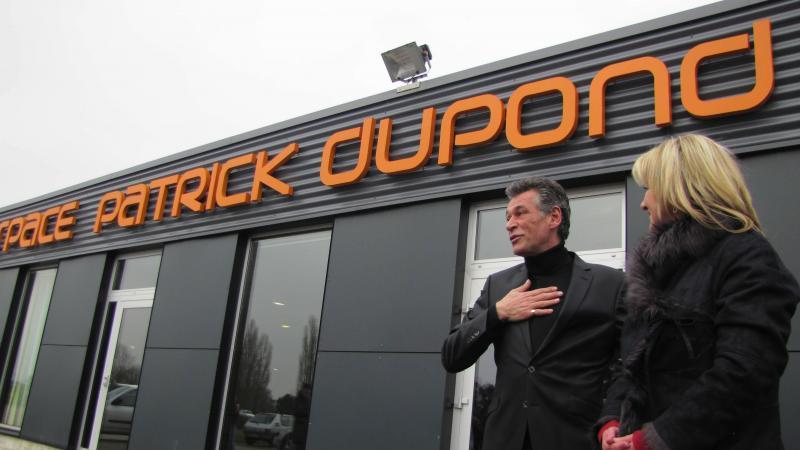 Patrick Dupont avec l'ancienne maire Valérie Kumm lors de l'inauguration de l'espace portant son nom en 2013.