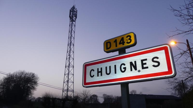 L'opérateur Free a été chargé de la construction de l'antenne de 32 mètres de haut. D'autres opérateurs sont venus greffer leurs relais au sommet de la tour.