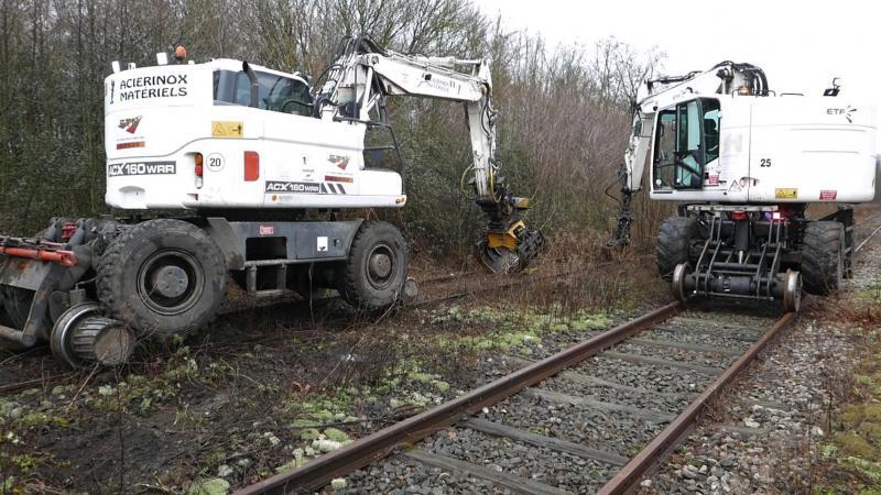 L'entreprise ETF a remplacé plusieurs centaines de traverses sur les voies de garages et sous les aiguillages. SNCF Réseau en a profité pour mettre aux normes les leviers d'aiguillages. (Photo CFBS)
