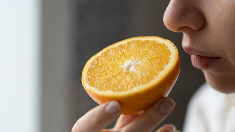 La perte du goût et de l'odorat est très répandue.