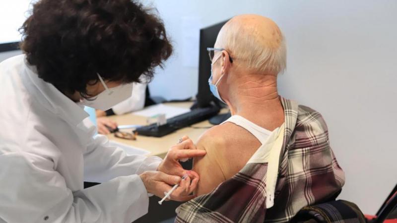 Le vaccin Pfizer sera administré aux personnes de plus de 75 ans dès samedi. (Photo d'illustration)