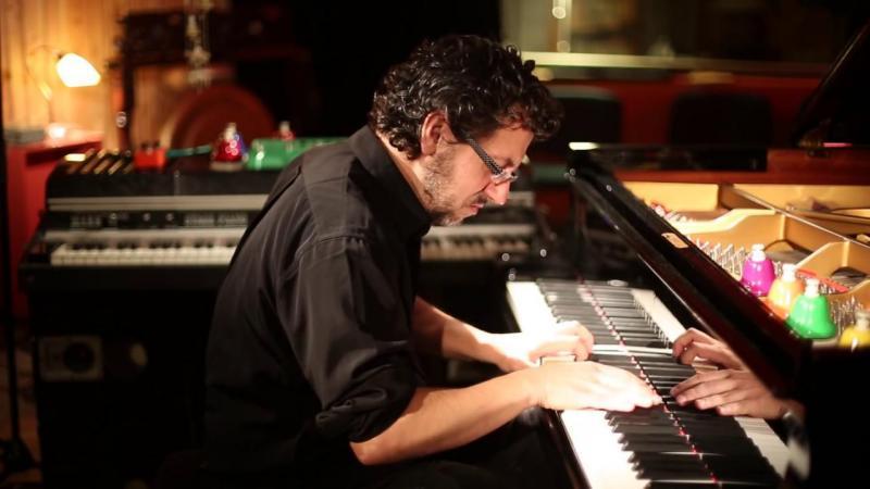 Le pianiste Bruno Angelini inaugure les Lives de L'Ouvre-Boîte avec son spectacle «Leone Alone» vendredi 12 mars à 19h30 (© DR)