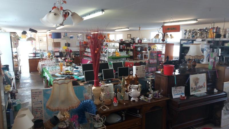 Les objets récupérés sont réparés et mis en valeur dans la boutique.