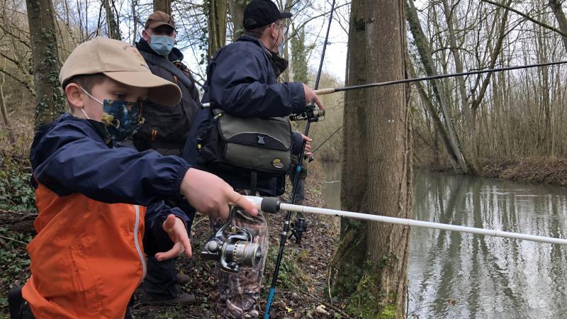 Lors de l'ouverture de la pêche à la truite le 13 mars, à Boves (Somme).