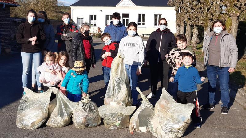 Quinze personnes se sont mobilisées pour ramasser les déchets.