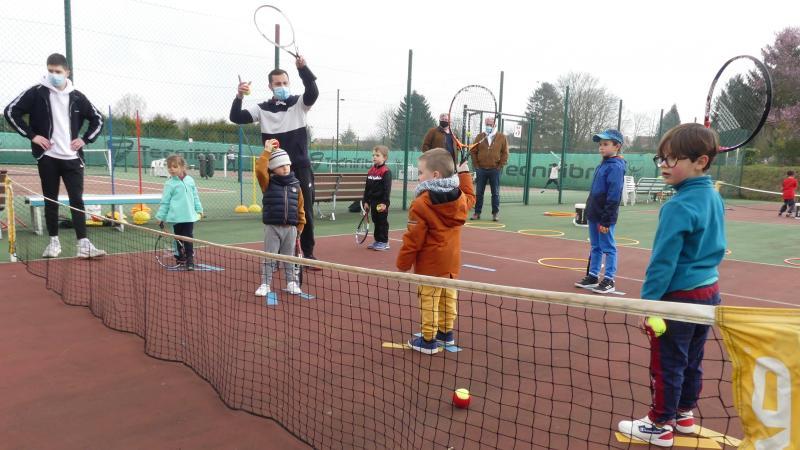 Samedi 20 mars, les «Baby tennis» du TSA ont enchaîné les exercices sur un court situé à l'extérieur.