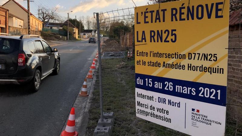 Le chantier actuel concerne le bord de la Nationale 25, dans sa montée vers Amiens, où des barrières avaient été posées, il ya plus d'un an à la demande d'un riverain. Ce dernier craignait un risque d'éboulement du trottoir dans sa cour située en contrebas.