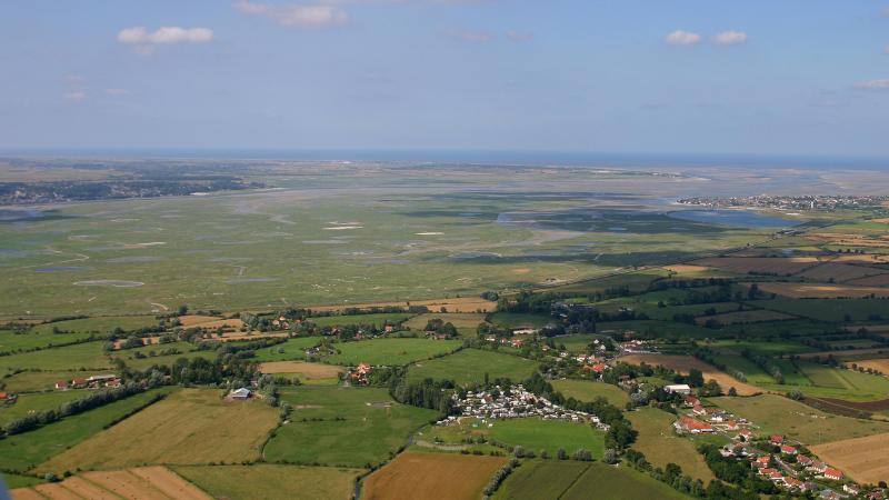 La question du flux de touristes se pose, notamment pour le parc naturel régional d la Baie de Somme.