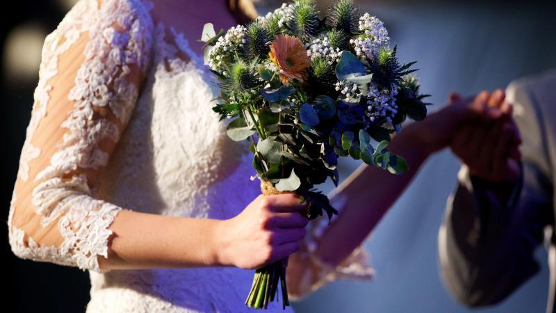 En mairie, le nombre de participants va dépendre de la superficie de la salle où vous vous mariez...