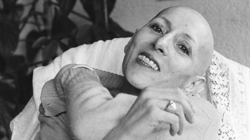Pia Colombo a été la première interprète du Métèque, composé par Georges Moustaki.