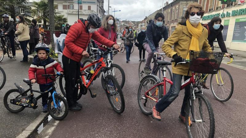 La Vélorution, menée entre Margny et Compiègne, a attiré ce samedi quelque 80 participants en faveur des mobilités douces.