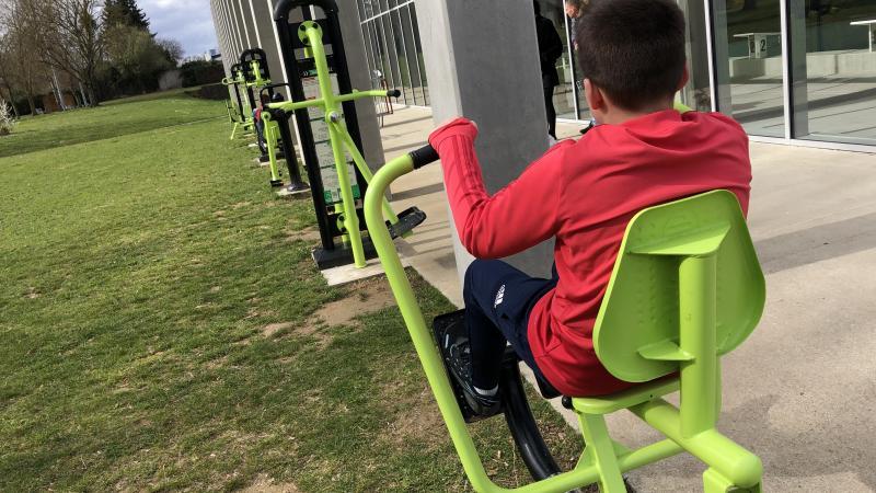 Pour les sportifs, rendez-vous au parc Coël de Roye où des appareils de muculation sont à disposition.
