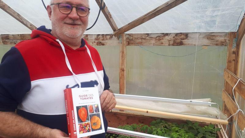 Après trente-cinq ans de recherches, et on ne parle pas de son passé de policier d'investigation, Pascal Antigny signe un livre sur les tomates... sans rougir !