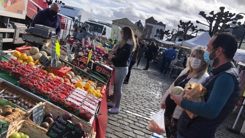 Ces Valericains faisaient leurs courses sur le marché ce dimanche 28 mars au matin, bien calme pour un début de printemps.