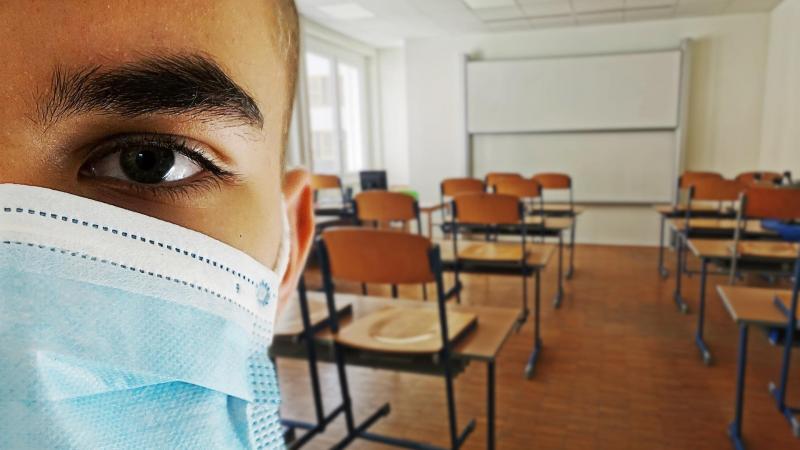 Un test «négatif» sera obligatoire pour leur retour à l'école. (illustration Pixabay)