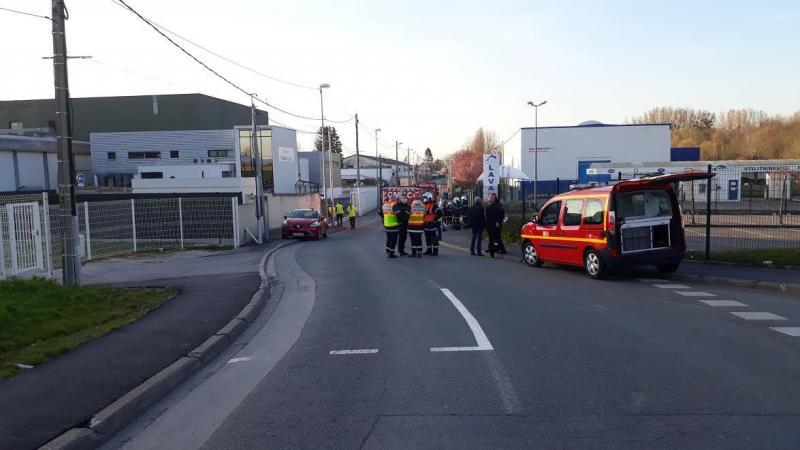 Les secours ont bloqué la circulation autour de la zone de fuite.