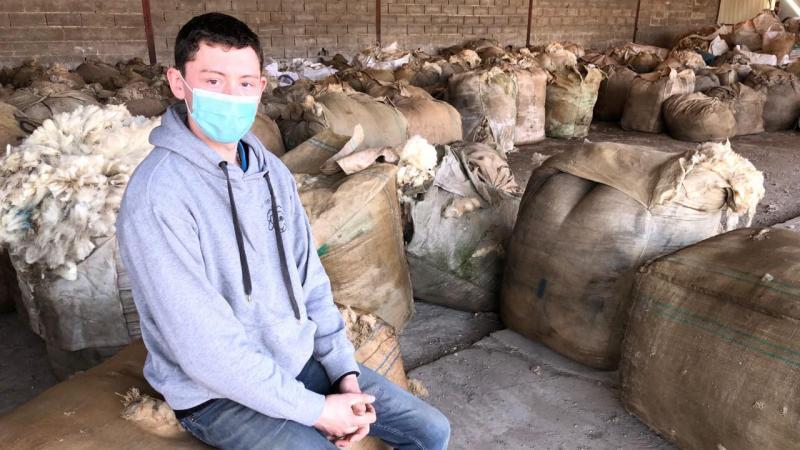 Matthieu Jumeaux, basé dans le bocage de Vervins (Aisne), est l'unique négociant en laine de mouton indépendant en Picardie.