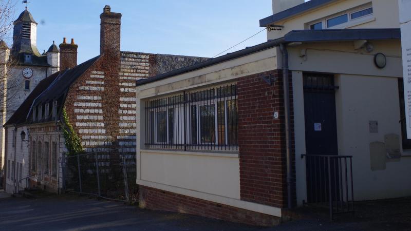 Le bâtiment a perdu toute référence à l'ancien service postal.