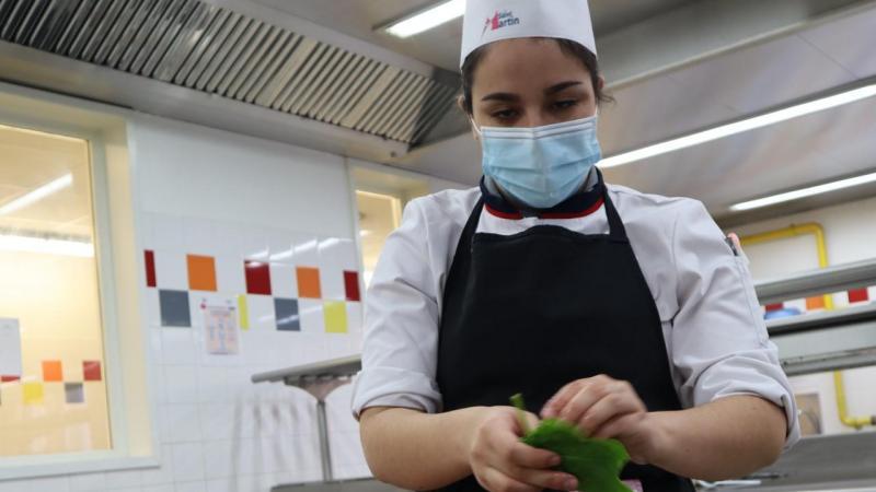 L'une des participantes au concours «Tous aux fourneaux».