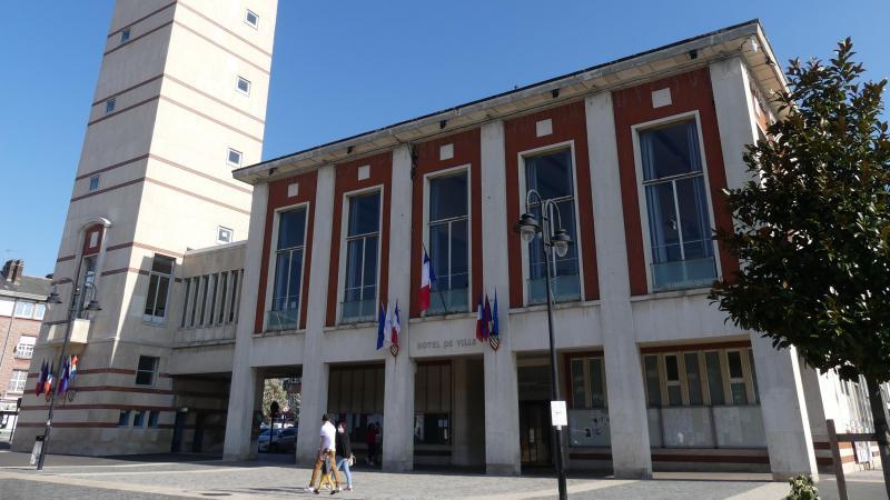 Le changement des huisseries de l'hôtel de ville est inscrit au budget de la ville d'Abbeville.