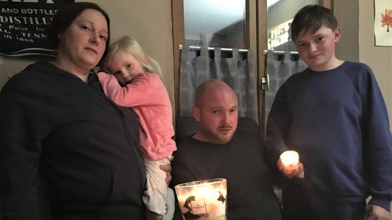 La famille vit sans électricité depuis bientôt un mois.
