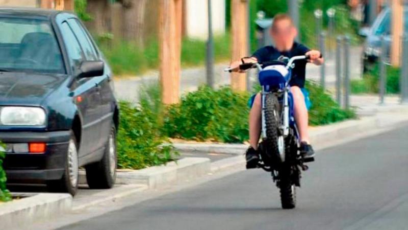 Un individu roulant sans casque et multipliant les infractions au code de la route a été interpellé à Etouvie.