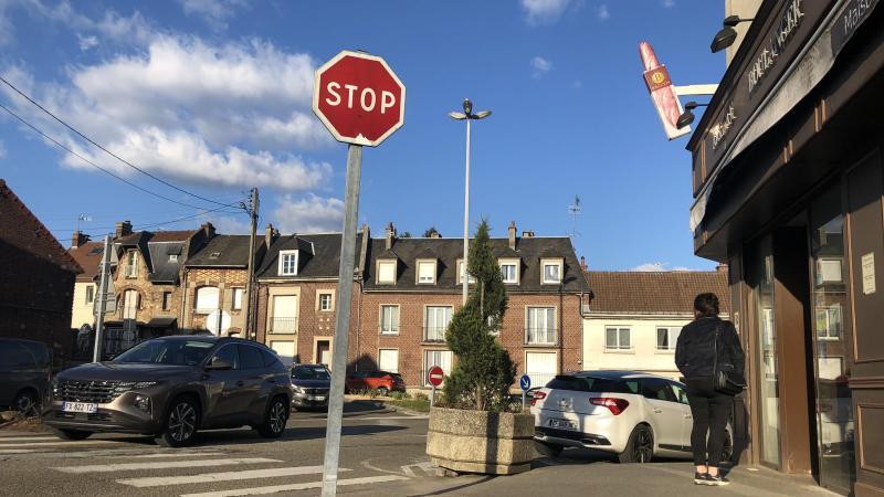 Ce carrefour très emprunté, place de la République, souffre d'un manque de possibilités de stationnement.