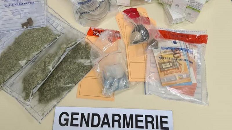 Lors des perquisitions, les gendarmes de Montdidier avaient notamment mis la main sur 65 g d'héroïne, 132 flacons de méthadone et 1270 euros en espèces.