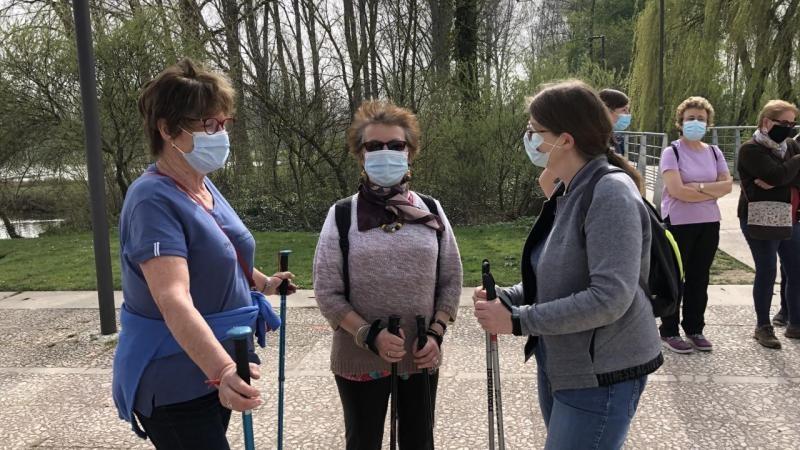Jeudi 1er avril, les premiers participants ont participé à une séance de marche nordique au parc Saint-Pierre.