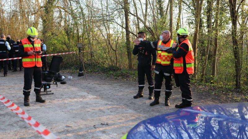 Deux drones, quatre équipes cynophiles et 20 sapeurs-pompiers ont été mobilisés pour mener à bien les recherches et le sauvetage de la victime.
