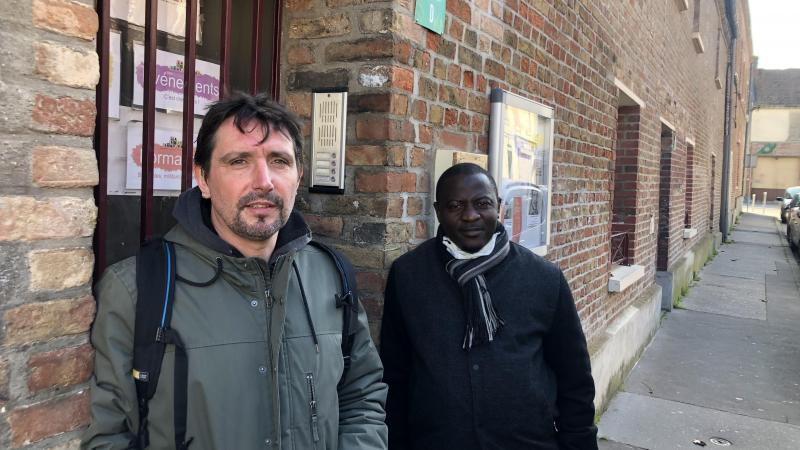 Romain Ladent (à gauche) et Lansana Oulare, membres de la Boîte sans projet qui, selon eux, « fait vivre le débat démocratique ».